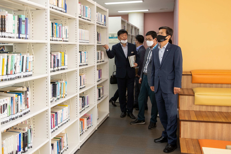 김돈곤 청양군수 일행 증평군립도서관 벤치마킹 [이미지]