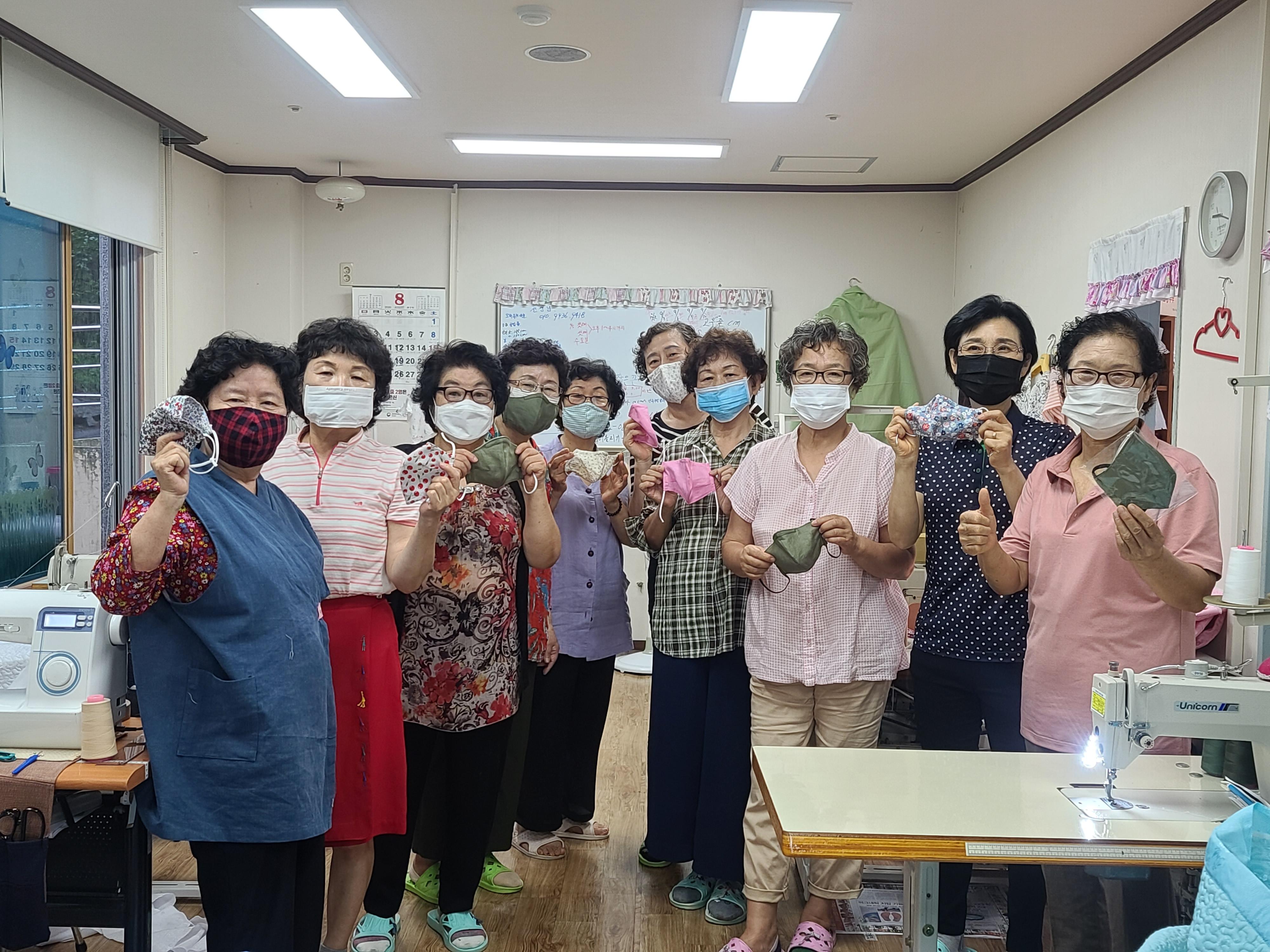 증평군노인복지관, 노인일자리 어르신들이 제작한 마스크 판매 [이미지]