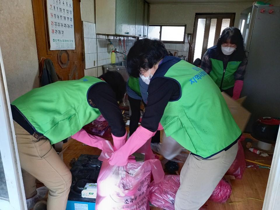 증평읍 지역사회보장협의체, 청소 봉사활동 실시 [이미지]