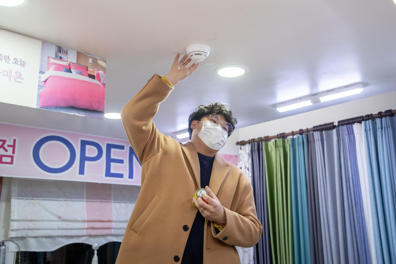 증평장뜰시장 점포별 무선화재감지기 설치 [이미지]